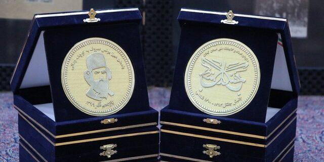 رونمایی از سکههای طراحی شده منقش به تصویر میرزا کوچک در گیلان